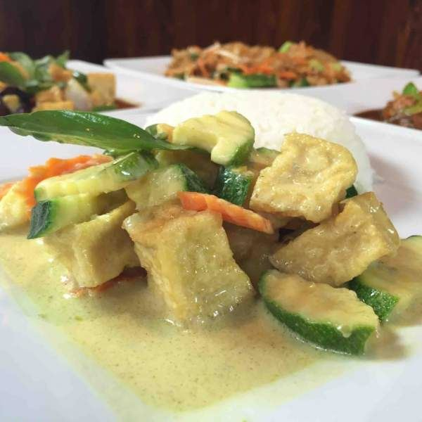 GREEN CURRY TOFU Z WARZYWAMI.(GREEN CURRY TOFU WITH VEGETABLES)